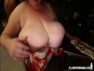 BBW الياقوت الاباحية أسطورة 38L تحصل مارس الجنس في المطبخ من قبل بي بي سي