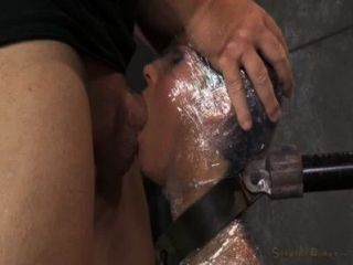 اللسان جبهة مورو في غلاف بلاستيكي