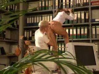 فستان قصير فتاة تحصل مارس الجنس في المكتبة xemphimsex.rainporn.com