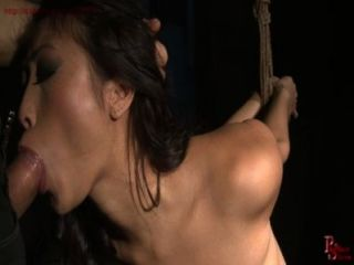 الفرنسية شقي الفتاة تحصل على حبل عبودية