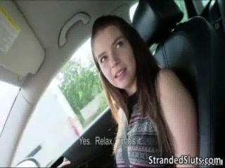 سوبر الساخنة مثير في سن المراهقة مفلس غاب حافلة ليحصل على انقاذ أمها من قبل شخص غريب