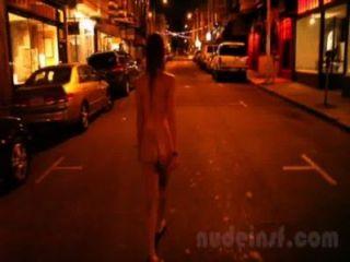 عراة في سان فرانسيسكو: مقطع قصير من فتاة المشي الشوارع عارية وقت متأخر من الليل