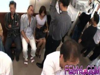 مثير جبهة مورو الآسيوية يحصل مارس الجنس من الصعب في قطار