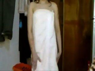 الهندي مثير فتاة الرقص على أغنية الفيلم في منشفة