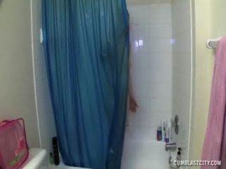 cumblast في حوض الاستحمام