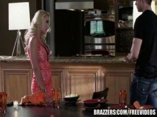 برازرز الكسيس مونرو تحصل مارس الجنس في المطبخ