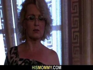وقالت انها استيقظت الأم مثليه قرنية