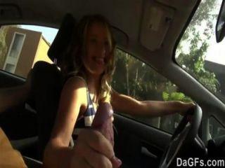 وقالت انها تريد أن يمارس الجنس في السيارة لأول مشهد جنسي لها