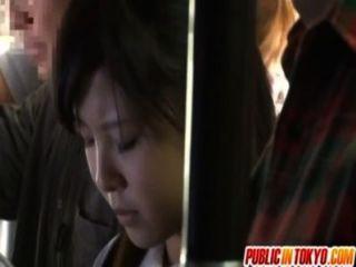 في سن المراهقة اليابانية ممارسة الجنس في الأماكن العامة