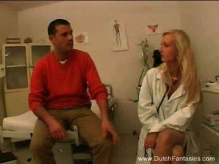 طبيب هولندي شقراء الملاعين المريض لها