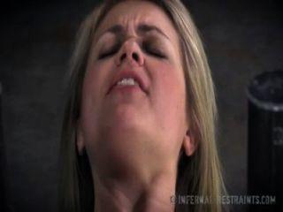 شقراء حلوة يطرح للألم في عبودية