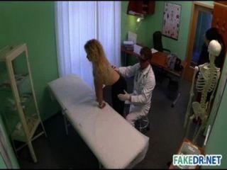 طبيب الملاعين مريضه