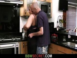 يلعق رجل تزوج والملاعين لها الدهون كس