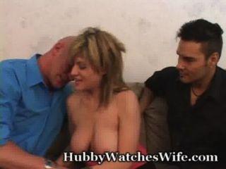 زوجة سعيدة جدا أن يكون بعل ساعتها يمارس الجنس مع آخر
