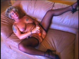 الجدة مثير الساخنة يستمني والحصول على مارس الجنس من قبل حمولة كبيرة