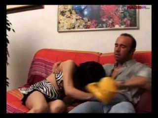 الجنس في ابنة العائلة الايطالية يفعل اللسان إلى والدها