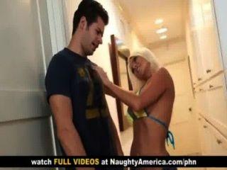نيكيتا فون جيمس يحصل لها كبير الثدي استغل من قبل صديق