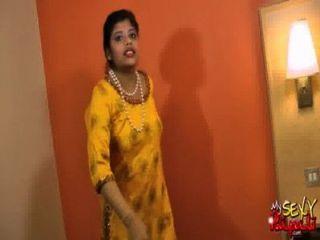 الاباحية الهندي فاتنة مثير روبالي