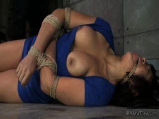 سميكة الآسيوية في عبودية حبل