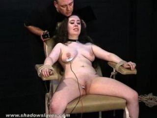 الكهربائية BBW للتعذيب في عبودية البراز قاسية ومعاناة شديدة من الرقيق الدهون