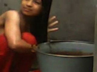 منتديات كلية البنات استولت عاريات أثناء الاستحمام