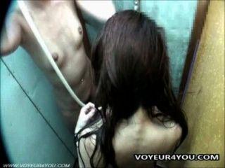 كاميرا خفية في غرفة الاستحمام
