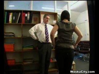 بريطانية الفتاة (اللصوص فتاة يحصل يضرب من قبل رئيسه)