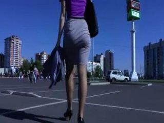 غنيمة المشي في الشارع والهز الحمار