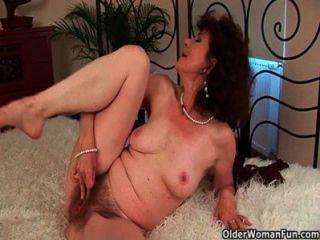 الجنس تجويع الجدة الملاعين لها لعبة فتى