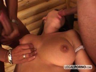فتاة مثير مع كبير الثدي يأخذ شاعر المليون الوجه من اثنين من الديكة ضخمة HC 02 3