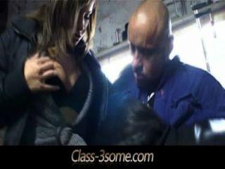 اثنين من الفاسقات امرأة سمراء دفع ميكانيكي مع الثلاثي