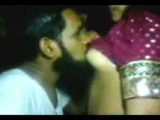 فتاة الحصول على استغل من قبل عالم هندي مسلم