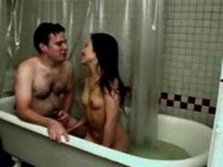 سخيف فتاة آسيوية صغيرة مع الثدي الصغيرة في الحمام