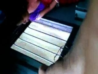 عمتي تعريض الثدي البنغالية الساخنة من خلال حمالة الصدر السوداء في القطار