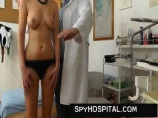 لطيف فتاة كس القبض على طبيب مخفي كام