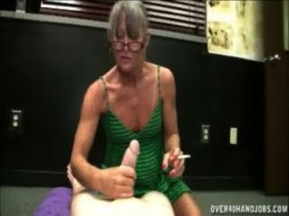 التدخين الجدة HANDJOB