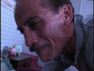 رجل قذر الشمة الاطفال كلسون في حين الرجيج قبالة ثم يحصل على اللعنة 480P لها