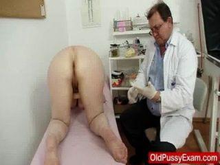 صوفي حقنة شرجية GRAMMA خلال الفحص الطبي