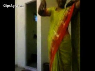 عمة في ساري الأخضر تعريض لها امام العري موكلها قبل ممارسة الجنس الهندي أشرطة الفيديو الاباحية
