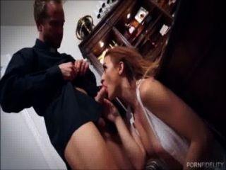 جمال الأبرياء يريد أن يحصل مارس الجنس من قبل الكاهن لها