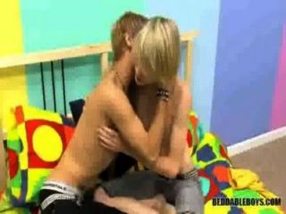 مص والأولاد مثلي الجنس الداعر