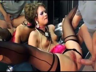 الجنس بريق في جوارب عالية الفخذ وقفازات