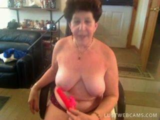 الجدة dildoing بوسها والحمار على كام