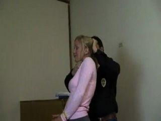 امرأة بالسلاسل ومكمما myvideo الفيديو varus67