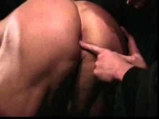 عبادة العضلات: كمال الاجسام والراهب نردي