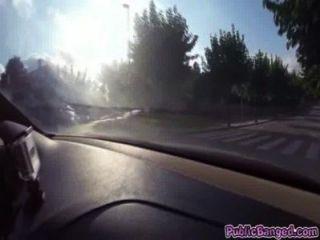 جيني غلم مارس الجنس في سيارة على الطريق العام