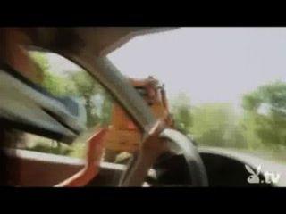 فتيات عاريات القيادة في ديربي الهدم!