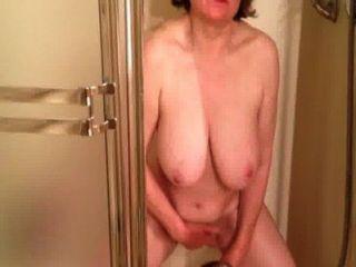 marierocks cums في سووو الصعب في الحمام