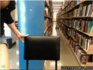 يقبض عليه المكتبة كام فتاة