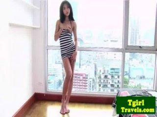الآسيوية اديبوي AMAY يحب أن تبين لها الحمار